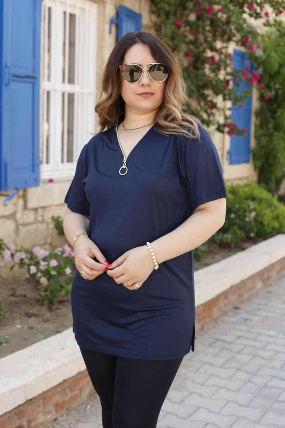 RENKTE GENİŞ KESİM FERMUARLI KOYU LACİVERT T-SHİRT